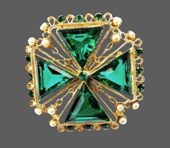 Maltese cross brooch pendant. Gold tone, emerald green crystals, faux pearls, rhinestones. 5.6 cm. 1960s