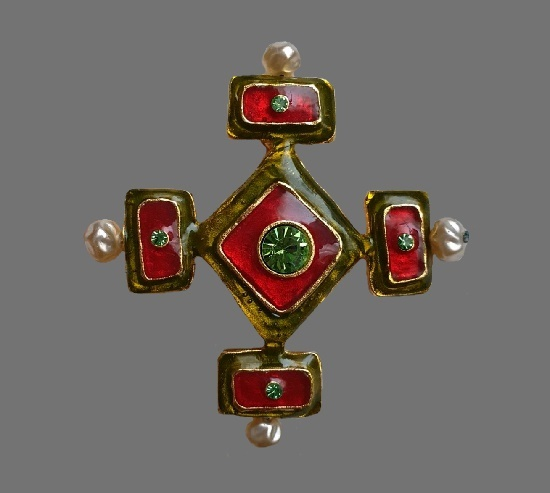 Maltese cross brooch. Gold tone metal, enamel, rhinestones, faux pearls. 6 cm. 1990s