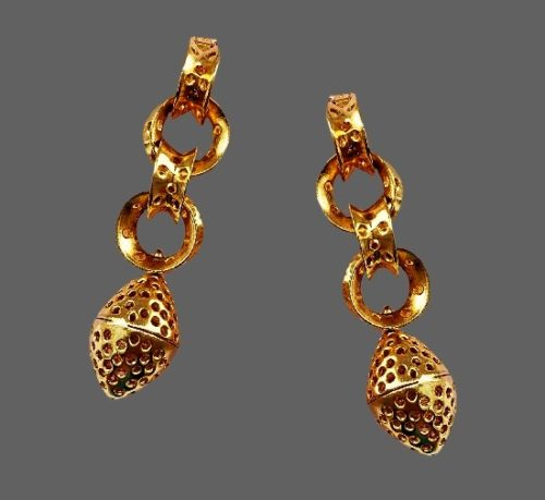 Matte gold tone dangle earrings. 9 cm. 1970s