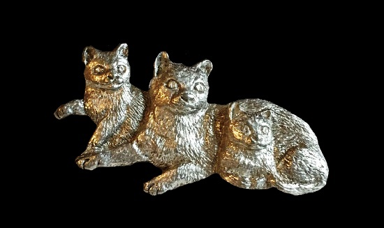 Mother cat with kittens lapel pin. 1999