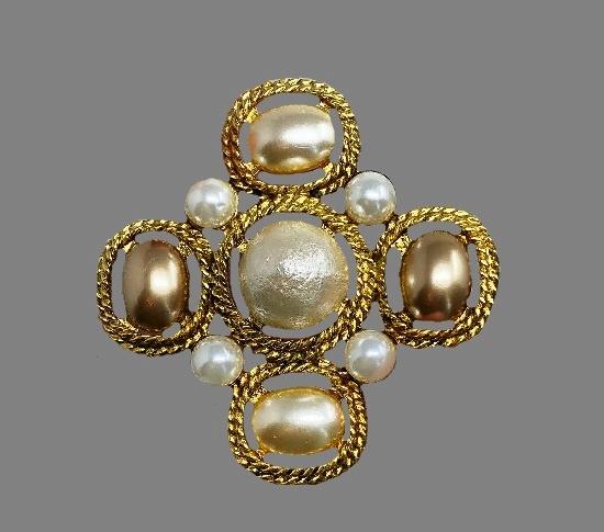 Pearl gold tone vintage brooch