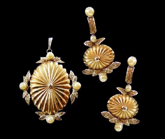 Pendant and earrings. Gold tone metal, faux pearls, rhinestones. 1950s