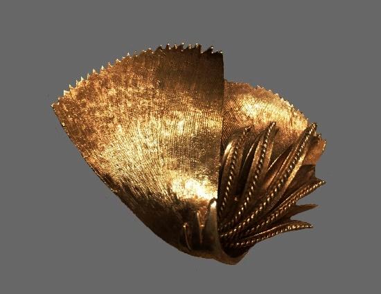 Plant leaf design gold tone brooch pin