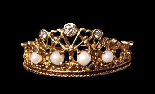 Princess Diana tiara ring. 18 K gold. Designed by Stuart Devlin, 1985
