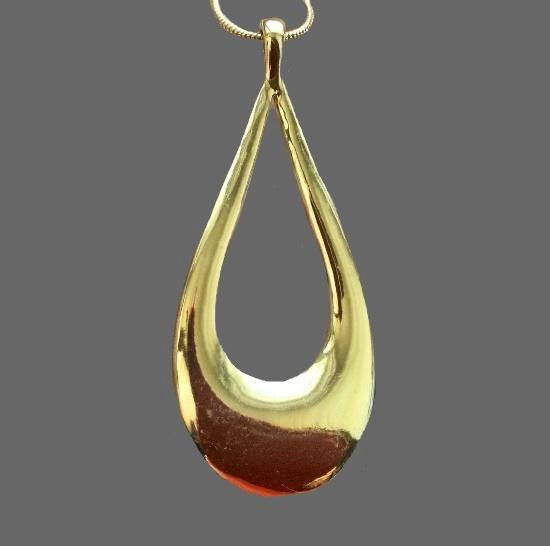 Teardrop gold tone pendant. 6.5 cm. 1970s