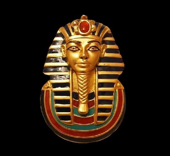 Tutankhamun brooch