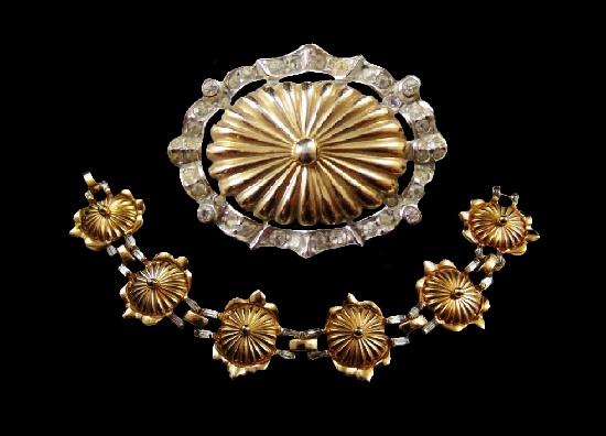 Vintage set of brooch and bracelet. Gold tone metal, rhinestones. 1950s