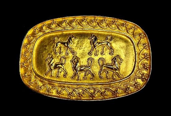 Yellow gold belt buckle lion design. 1994