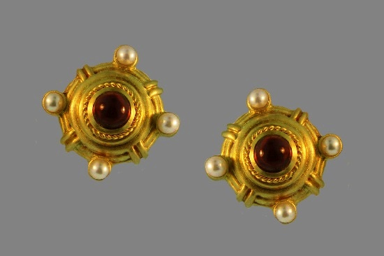 Yellow gold, garnet, pearls earrings. 1994