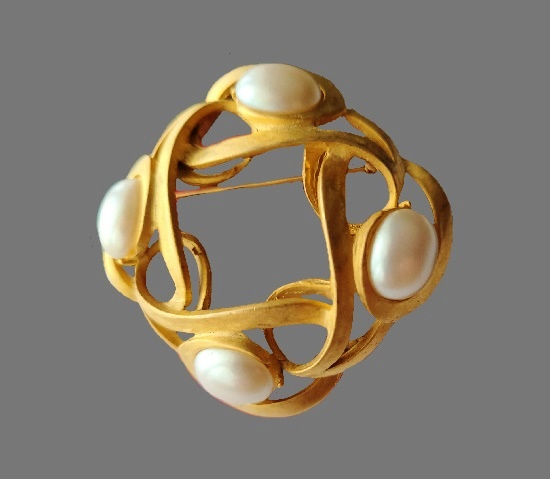 Brushed gold faux pearls brooch