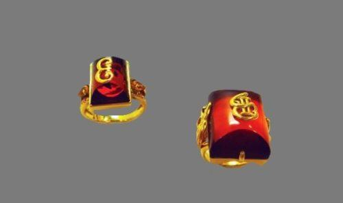 Catherine Palace mark rings. 18 K gold, amber