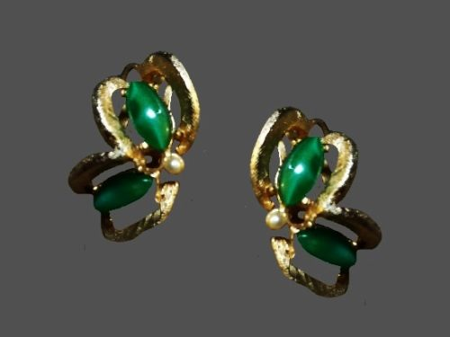 Jade and pearl gold tone vintage clip on earrings