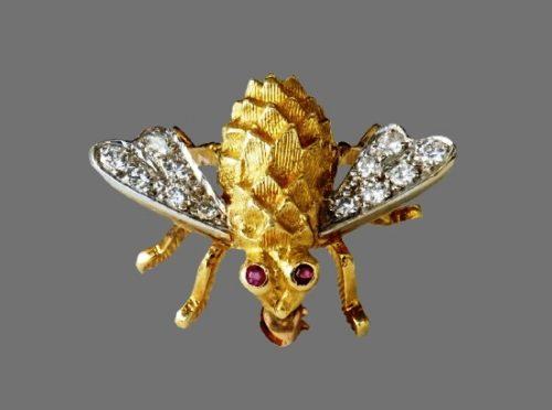 Diamond wings 18 K gold bee brooch