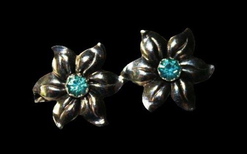 Double flower sterling silver brooch