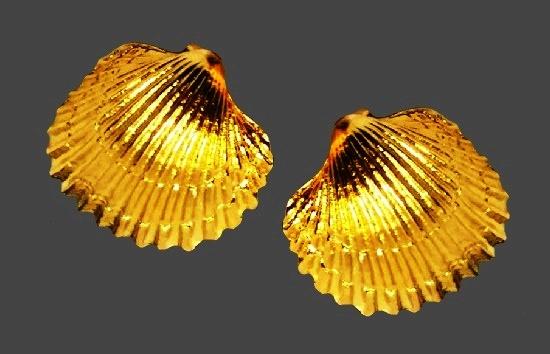 Shell gold tone earrings. 1970s