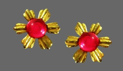 Pink and gold flower clip on earrings. 1980s