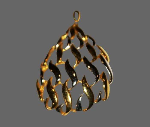 Swirl design openwork gold tone pendant