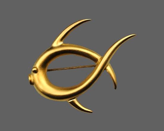 Fish brooch of matte gold tone