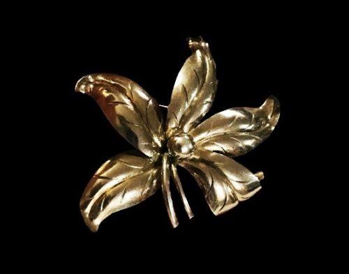 Garden flower sterling silver brooch