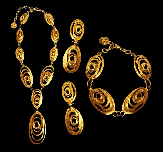 Haute Couture gold tone necklace, earrings and bracelet. 1980s