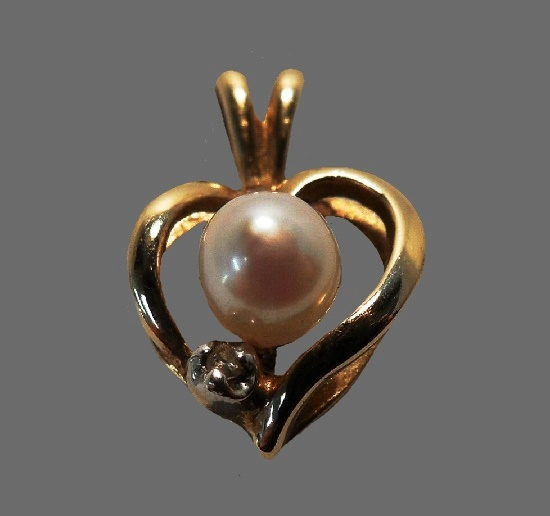 Heart with pearl 10 K gold pendant