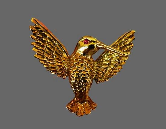 Hummingbird brooch. 18 K gold, ruby eye. 3 cm