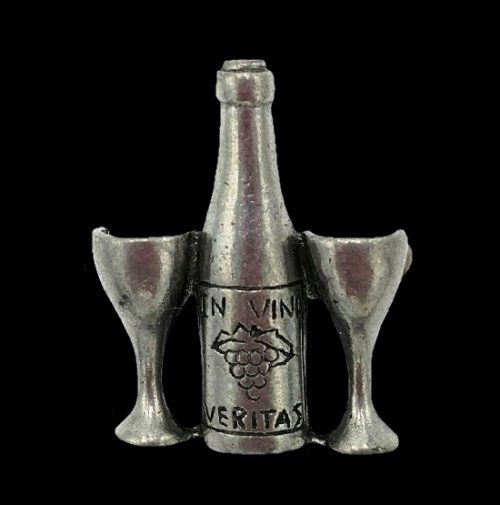 In Vino Veritas engraved Wine Bottle and two wine glasses pewter pin