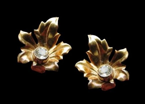 Leaf clip on earrings. Gold plated sterling silver, crystal. 1.5 cm. 1950s