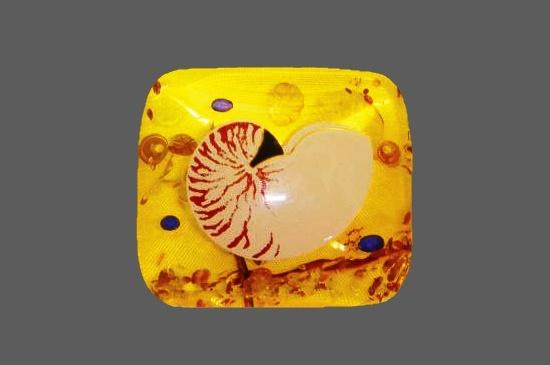 Masaaki Sakaguchi brooch painted in 'Makie' technique. Amber, 18 K gold