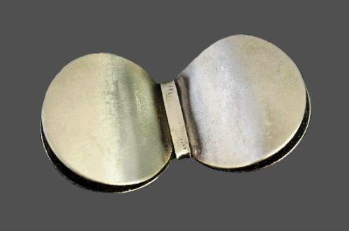 Modernist design brooch. Silver tone metal alloy, 5 cm