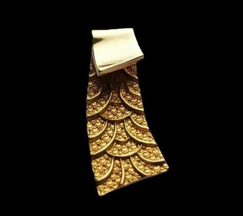 Pagoda 9 K gold pendant
