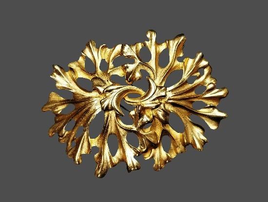 Plant design gold tone brooch