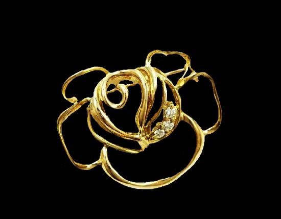 Rose openwork brooch pendant. 18 K gold, diamonds. 3 cm