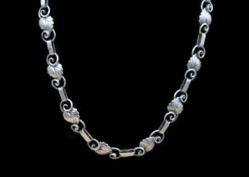 Sterling silver leaf design necklace