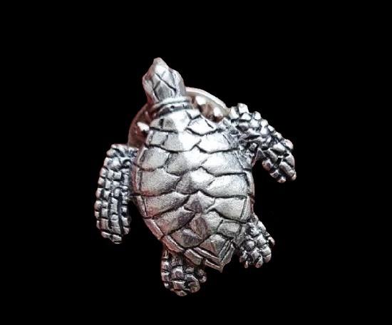 Turtle pewter pin. 2.3 cm. 1990s