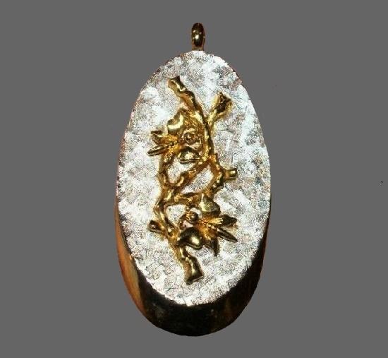 Vine floral design pendant. Gold tone, enamel