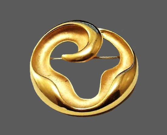 Wave design brushed gold tone brooch pin. 1970s