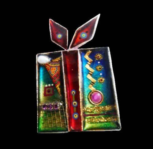 Wrapped gift pin. Glass, pearl, rhinestone, acrylic, resin