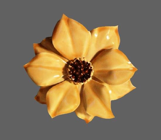 Beige flower brooch. Metal alloy, enamel. 1960s