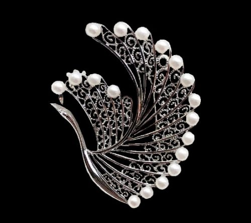 Circle of the crane filigree brooch. Sterling silver, pearl. 4.8 cm. 1960s