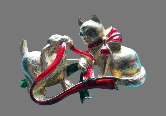 Kitten and puppy playing with ribbon Christmas brooch. Metal alloy, enamel, rhinestones