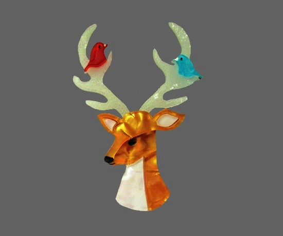Stag and birds resin lapel pin. 7 cm