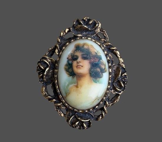 Art Nouveau lady's portrait cameo oval shaped brooch. Antique gold tone frame, porcelain. 1990s