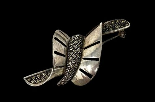 Bow art deco sterling silver marcasite brooch