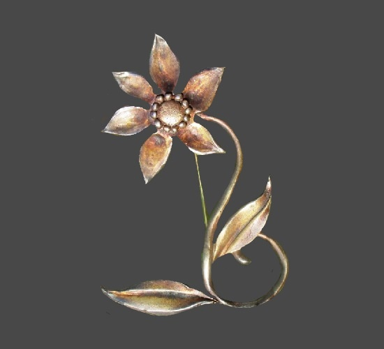 Bronze tone flower brooch. 8.5 cm. 1980s