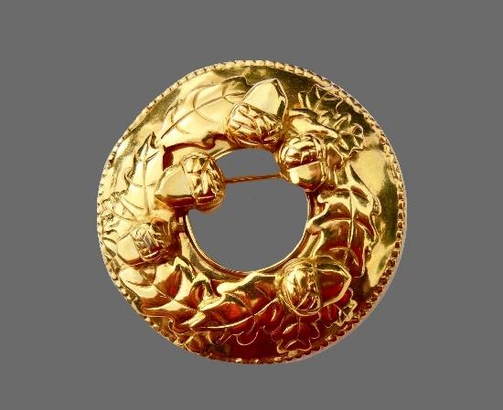 Circle pin oak design gold tone