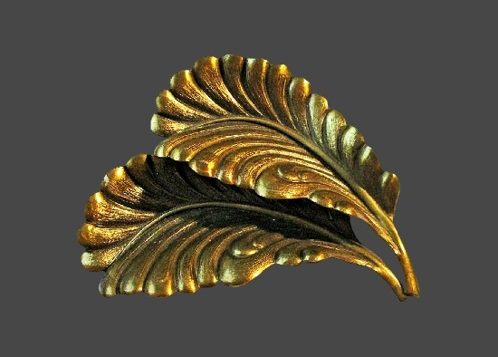 Feather leaf design brass tone scarf clip