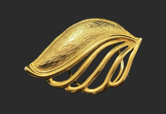 Gold tone leaf design scarf clip