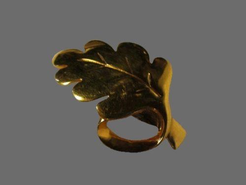 Gold tone oak leaf brooch