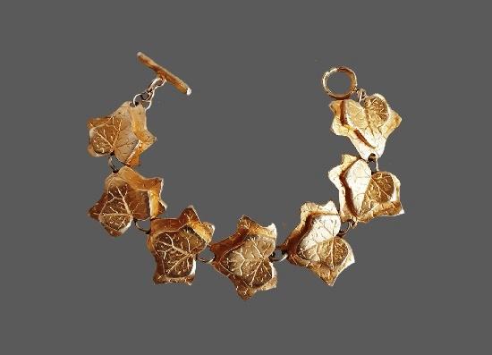 Grape leaf design textured gold tone necklace